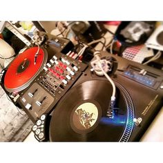 Norway in the house!  Repost from @konkreten using @RepostRegramApp - He cuts the music with so much class  #dj #turntables #turntablism #scratching #technics #technicsturntables #ranedj #dicers #coolorcaps #coolorcapsfam #ScratchCaps  by coolorcaps http://ift.tt/1HNGVsC