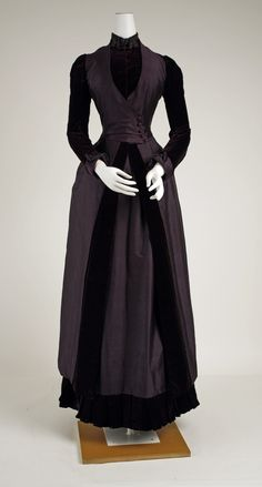 ravensquiffles: Walking dress, silk with velvet and beaded. Walking dress, silk with velvet and beaded trim c. The Met 1880s Fashion, Edwardian Fashion, Vintage Fashion, Gothic Fashion, Vintage Gowns, Mode Vintage, Vintage Outfits, Vintage Hats, Antique Clothing