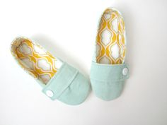 Women's Slippers - Aqua Corduroy and Tangerine Cotton Handmade House Slippers // Sizes Handmade House, Handmade Baby, Happy Shoes, Women's Slippers, Super Happy, Fun Time, Beading Tutorials, Baby Booties, Style Guides