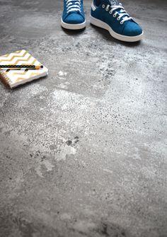 Sol en dalles PVC clipsables, imitation béton gris argenté, jeune, moderne, stylé et facile d'entretien !