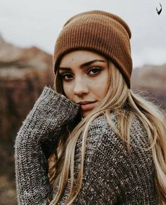 Image about girl in Il mio stile by niallhoeanhejwksj – girl photoshoot poses Portrait Photography Poses, Senior Photography, Photo Poses, Charly Jordan, Photos Bff, Outdoor Portraits, Fall Portraits, Autumn Photography, Winter Photos