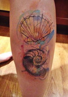 Tatuagem conchas aquarela