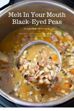 Instant Pot Black Eyed Peas Instant Pot Black-Eyed Peas recipe for a prosperous New Year. Dried beans will now be one of your favorite Instant Pot recipes. Cooking dried beans in the Instant Pot is so easy. Pea Recipes, Crockpot Recipes, Soup Recipes, Cooking Recipes, Appetizer Recipes, Snack Recipes, Appetizers, Instant Pot Pressure Cooker, Pressure Cooker Recipes