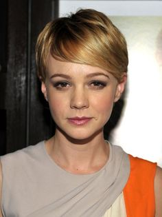 Carey Mulligan Short Straight Hairstyle with Bangs Carey's soft, fine hair gains plenty of volume and texture in this short, chic cut that's so easy to style. This pixie is cut in graduated layers radiating from the crown and has an asymmetric side-parting. The hair is styled forwards from the crown and then combed in a nicely curved fringe with a sleek line across the forehead and around to one ear. -