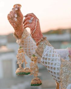 Bridal Bangles, Bridal Jewelry Sets, Bridal Jewellery, Bridal Chuda, Indian Aesthetic, Nature Aesthetic, Indian Bridal Fashion, Bridal Photoshoot, Pakistani Bridal Dresses