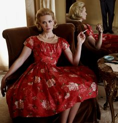 Betty Draper Francis, Mad Men ~ The unsatisfied housewife of Don Draper, and later of Henry Francis. Betty Draper, Don Draper, January Jones, March, Mad Men Fashion, Fashion Moda, Vintage Fashion, 1960s Fashion, Mad Men Party