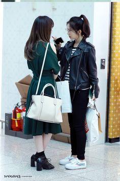 Irene looks super HOT in nerdy glasses + leather jacket — Koreaboo Irene Red Velvet, Wendy Red Velvet, Park Sooyoung, Seulgi, Kpop Fashion, Korean Fashion, Airport Fashion, Kpop Girl Groups, Kpop Girls
