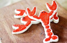 I kinda like lobster in any way shape or form !! Lobster sugar cookies! how cute! just another thing to add to the list..