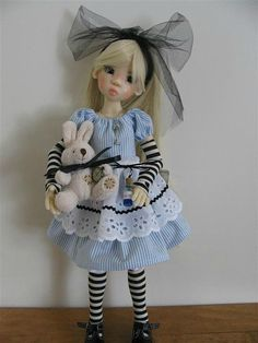 dbbac332c76dce93e4a6d16ef5beed42  Another amazing doll by KAYE WIGGS.