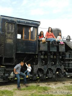 Fall family pictures - train - Chasity Sherelle Photography