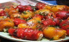 involtini di peperoni ripieni al tonno (peppers stuffed with tune) Italian Antipasto, Diet And Nutrition, International Recipes, Fett, Finger Foods, Italian Recipes, Meal Planning, Chicken Recipes, Food And Drink