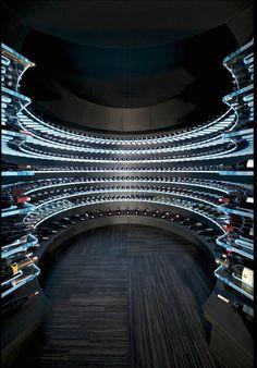 Olha que linda essa adega super moderna! #mundovinho #adega #cellar #wine #vinho