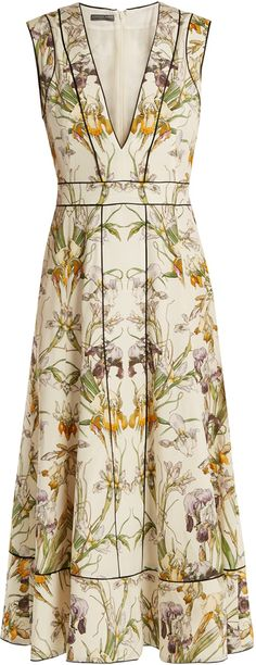 Shop for Alexander McQueen Wild Iris-print silk crepe de Chine midi dress at ShopStyle. Trendy Dresses, Simple Dresses, Short Dresses, Fashion Dresses, Summer Dresses, Classy Outfits, Beautiful Outfits, Silk Dress, Dress Skirt