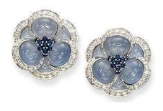 "A pair of blue chalcedony, sapphire and diamond ""blue gardenia"" ear clips, by Van Cleef & Arpels. Gems Jewelry, Jewelry Art, Jewelery, Fine Jewelry, Jewelry Design, Flower Jewelry, Sapphire Jewelry, Sapphire Earrings, Sapphire Diamond"