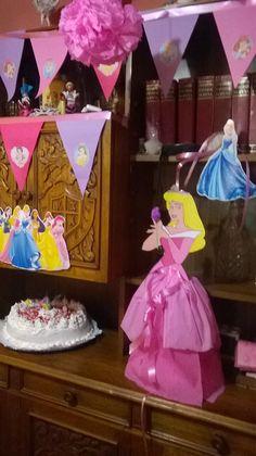 La Piñata de la Princesa Aurora par ami sobrina.