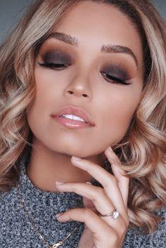 Easy fall smokey eye makeup look for beginners. Using Tarte In Bloom palette