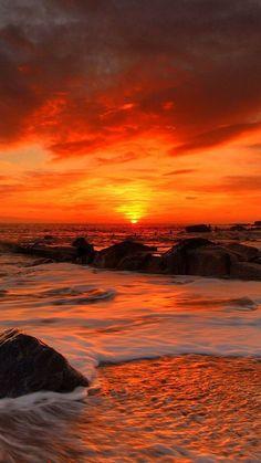 Watching the sunset leisurely :) Rainbow theme border colour - Orange. Watching the sunset leisurely :) Sunrise Images, Sunset Wallpaper, Beach Landscape, Amazing Sunsets, Amazing Nature, Sea Waves, Beautiful Sunrise, Sunset Photography, Photography Tips