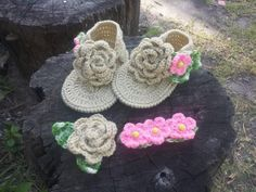 Babyshoes, natural white, big flowers. See all my work at Facebook: https://www.facebook.com/media/set/?set=a.10202292533615782.1073741839.1264467887&type=1&l=8dd6dd276c