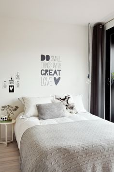 black n white bedroom Beautiful Bedrooms, New Room, Dream Bedroom, Style At Home, Bedroom Decor, Design Bedroom, Warm Bedroom, Wall Decor, Bedroom Black