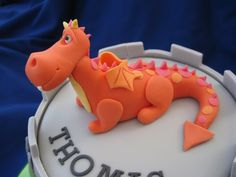 How to make a gumpaste dragon - Original cake design by the fabulous Tracy at Little Cherry.