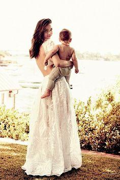 Miranda Kerr & her baby Flynn. More importantly, that dress.