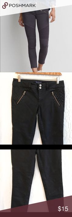 American Eagle Skinny Pants w/ Side Pockets ✨ The first picture shows the shape of the pants, but the actual color is black. The size is 6 and they're really stretchy. In great condition, no rips or stains. 54% cotton, 43% rayon, 3% spandex. Would look great w/ heels or flats or espadrilles. A great basic to have in any closet. ✨ American Eagle Outfitters Pants Ankle & Cropped