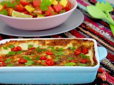 Viikonloppuisin kauppakassiin ilmestyy usein kuin hiipien tortillalättysiä. Tortillat ovatkin meidän perheessä sellaista rentoa ja helppoa nyhjää tyhjästä viikonloppuruokaa. Tortillat täytetään fiiliksen ja jääkaapissa olevien löytöjen mukaan. Tällä kertaa jääkaapissa odotteli purkki kermaa, tomaatteja, juustoa ja Härkistä. Siitä syntyi herkullinen Härkis-tortillavuoka. Härkis-tortillavuoan tekemiseen ei tarvitse keittiövelhon titteliä. Ruoka syntyy kuin itsessään kokemattomaltakin…