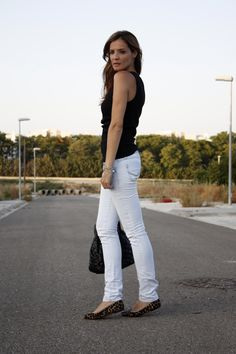 Love the white jeans and dark flats...perfect for Indian Summer Nights