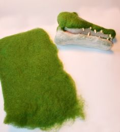 alligator puppet tutorial. http://www.lauraleeburch.com/2011/11/attack-of-the-needle-felted-alligators/