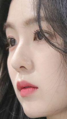 Irene - Red Velvet in 2020 Seulgi, Red Velvet アイリン, Red Velvet Irene, Tzuyu Body, Close Up Faces, Red Valvet, Glass Skin, Jolie Photo, Beautiful Asian Girls