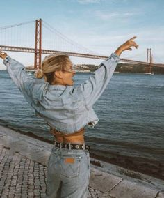 Honestly for everyone planning a city trip, go to Lisbon! I was a little skeptical going here but I was totally wrong. The people are nice… San Francisco Pictures, Selfie Foto, San Francisco Photography, Foto Casual, San Fransisco, Insta Photo Ideas, Look Cool, Travel Pictures, Photoshoot
