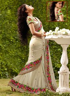 love that flower border sari n long hair want this one Fancy Sarees, Party Wear Sarees, India Fashion, Asian Fashion, White Fashion, Indian Dresses, Indian Outfits, Moda Indiana, Anarkali