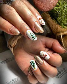 """𝓝𝓪𝓲𝓵𝓼 𝓫𝔂 𝓢𝔃𝓪𝓷𝓭𝓲 on Instagram: """"✨🎄🎀💞 #karácsonyikörmök #köröm #christmasnails #goldennails #aranyköröm #masnisköröm #karácsonyfásköröm #nails #nailstyle #nailstagram…"""" Nails, Beauty, Instagram, Finger Nails, Ongles, Beauty Illustration, Nail, Nail Manicure"""