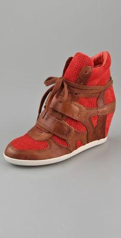 Sneaker-wedges that don't look hood