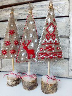 Fabric Christmas Trees, Christmas Tree Art, Christmas Wall Hangings, Christmas Makes, Christmas Wood, Homemade Christmas, Winter Christmas, Christmas Ornaments, Christmas Time