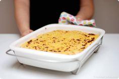 Receta de Musaka  100gr de queso enmental bien frio o parmesano que rallaremos en la TMX 3-4 berenjenas 1 cebolla 2 zanahorias 1 pimiento rojo  2 dientes de ajo 5 champiñones 50gr de aceite de oliva 2 cucharaditas de orégano 1 cucharadita de canela sal y pimienta negra  1/2 cucharadita de nuez moscada 400gr de tomate natural en conserva 50gr de vino blanco 500gr de carne picada de ternera Para la bechamel: 50gr de aceite de oliva  65gr de harina* 500gr de leche sal, pimienta y nuez moscada,