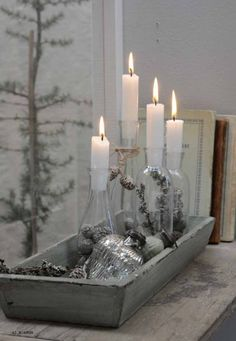 ► Here'a a another cute Advent tip. French Christmas, Christmas Mood, Scandinavian Christmas, Christmas Is Coming, Advent Candles, Pillar Candles, Outdoor Candles, White Candles, Christmas Advent Wreath