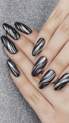 Beauty nails Black and silver nails my favourite Nagelkunst Jacuzzi – Soak Your Inner Spirit Afresh Silver Nail Designs, Best Nail Art Designs, Trendy Nails, Cute Nails, My Nails, Nagel Blog, Nail Decorations, Black Nails, Blue And Silver Nails