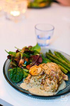 Rosmarinkyckling i chèvresås I Love Food, Good Food, Yummy Food, Chicken Supreme, Mindful Eating, 20 Min, Keto, Lchf, Chicken Recipes