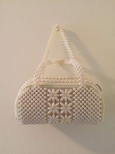 Beaded Clutch, Beaded Purses, Beaded Bags, Mini Hands, Beaded Crafts, White Purses, Plastic Beads, Seed Beads, Straw Bag