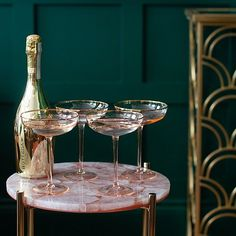 A set of 4 pink cocktail glasses for a touch of decadence and a whole lot of glamour. Perfect for jazzing up your drinks trolley or adding a sparkle to your kitchen shelves. Glamour Décor, Gin Glasses, Craft Gin, Pink Cocktails, Drinks Trolley, Pink Martini, Art Deco, Shabby, Pink Quartz