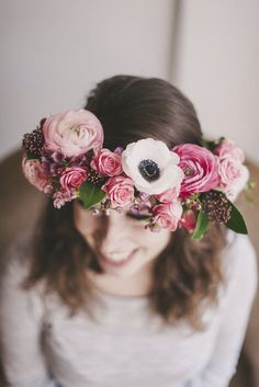 See tutorial from La Mariee Aux Pieds Nus for this Anemone and Eucalyptus floral crown. #anemone #eucalyptus #floralcrown
