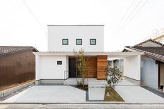 Garage House, Garage Doors, Japan House Design, House Tokyo, Villa Design, Home Projects, Townhouse, Building A House, Exterior