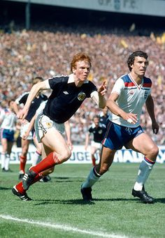 Scotland 0 England 2 in May 1980 at Hampden Park. Alex McLeish watches Trevor Brooking at this corner Retro Football, Football Team, Trevor Brooking, Brooks England, Hampden Park, England Football, West Ham, Champs, Roots