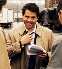 Phwoar that killer smile from douchebag!Misha :-D