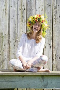 A floral crown for summer Head Band, Happy People, Floral Crown, Wild Flowers, Summer Flowers, How To Feel Beautiful, Flower Prints, Flower Power, Something To Do
