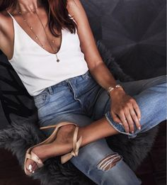 High heels are the perfect accessory and can complete any outfit look. Here are 10 cute outfits with high heels you need to copy right now. Fashion Moda, Look Fashion, Teen Fashion, Fashion Outfits, Womens Fashion, Fashion Trends, Fashion 2017, Latest Fashion, Fashion Ideas