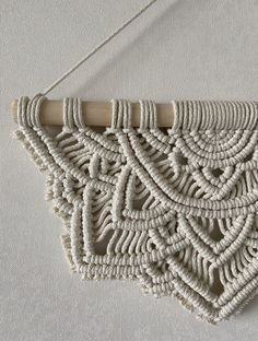 Macrame Wall Hanging Patterns, Macrame Patterns, Macrame Wall Hangings, Quilt Patterns, Macrame Design, Macrame Tutorial, Bracelet Crafts, Macrame Projects, Quilted Wall Hangings