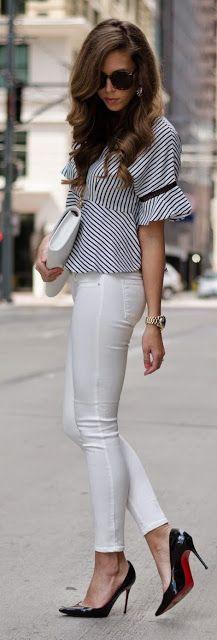 ropa de trabajo | top peplum de rayas con pantalón blanco y Louboutins