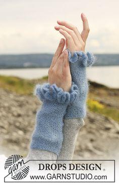 """Crochet Edgings Design Ravelry: Wrist warmers in garter st in """"Kid-Silk"""" with crochet borders pattern by DROPS design free - Gilet Crochet, Freeform Crochet, Easy Crochet, Crochet Edgings, Crochet Border Patterns, Knitting Patterns Free, Free Knitting, Free Pattern, Pattern Fabric"""